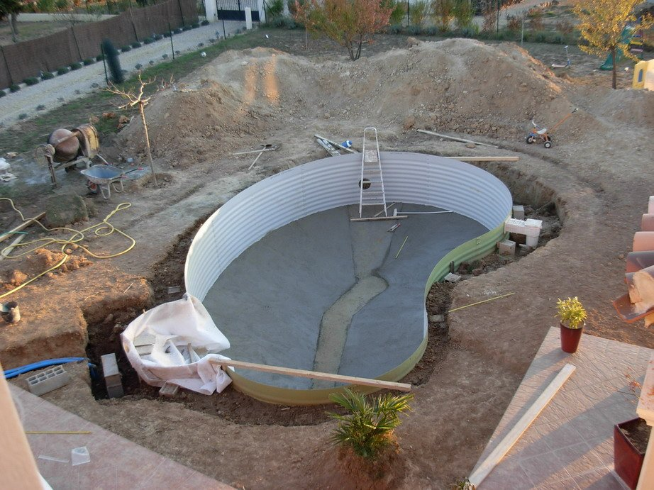 Monter sa piscine en kit radier for Piscine en kit beton